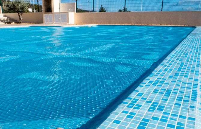 Best solar pool covers: photo