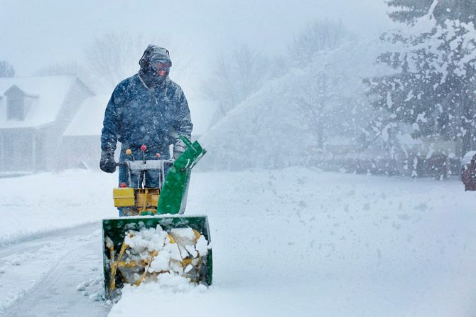 battery powered snow blowers: photo