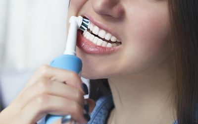 Best electric toothbrushes for receding gums min: photo